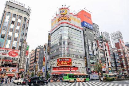 【新宿東口逛街景點】藥妝店、驚安的殿堂、黃金街酒吧區、LUMINE EST 百貨公司等東京購物美食地圖