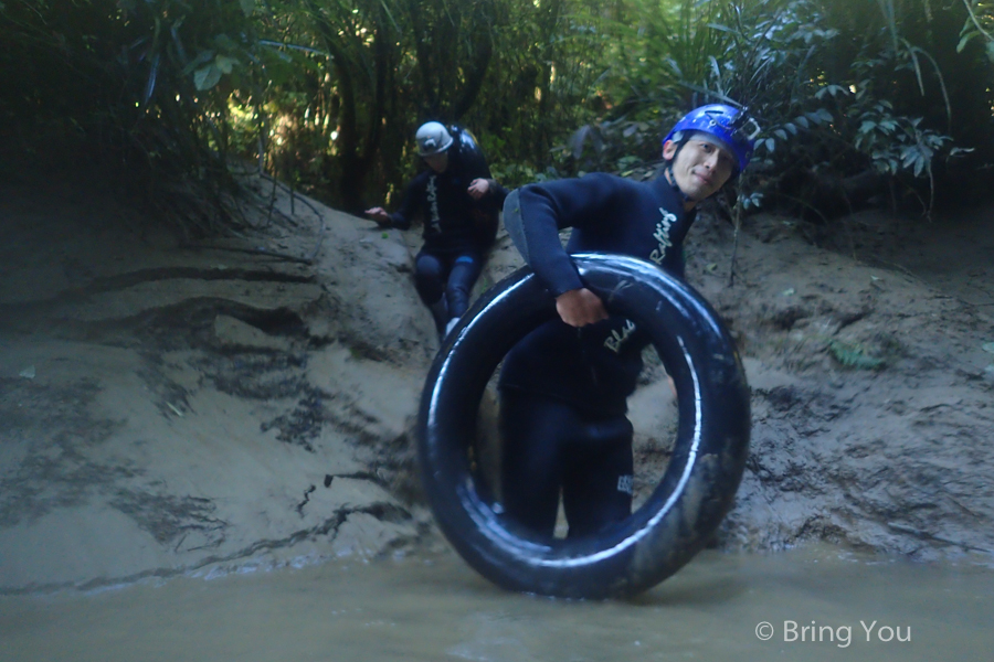 Watomo-Black-Water-rafting-12