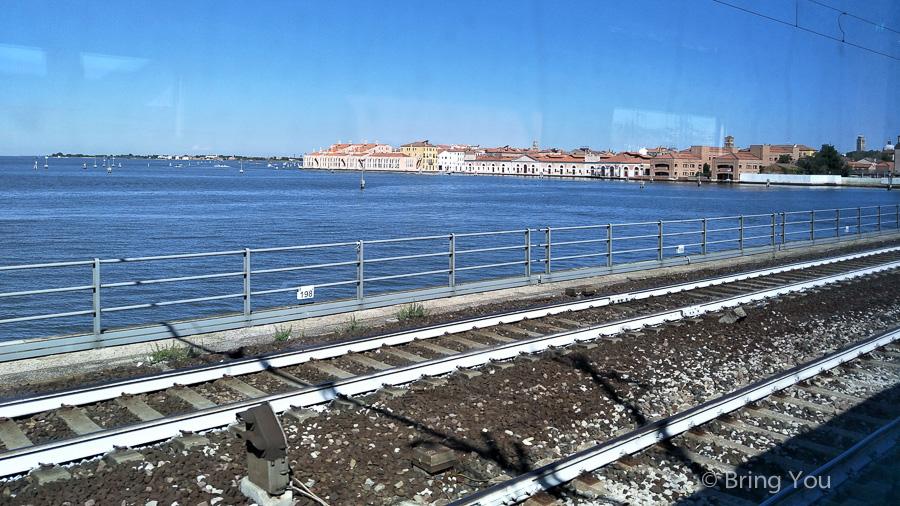italy-train-to-venice-5