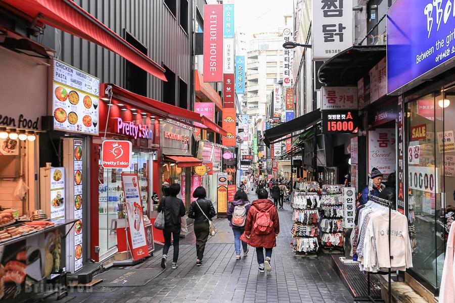 【首爾景點】明洞逛街攻略:必吃美食小吃炸雞、換錢所、必逛必買衣服