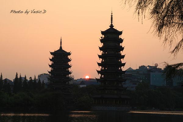 【桂林自由行】桂林夜生活 ☞ 兩江四湖看夕陽 & 正陽步行街吃美食