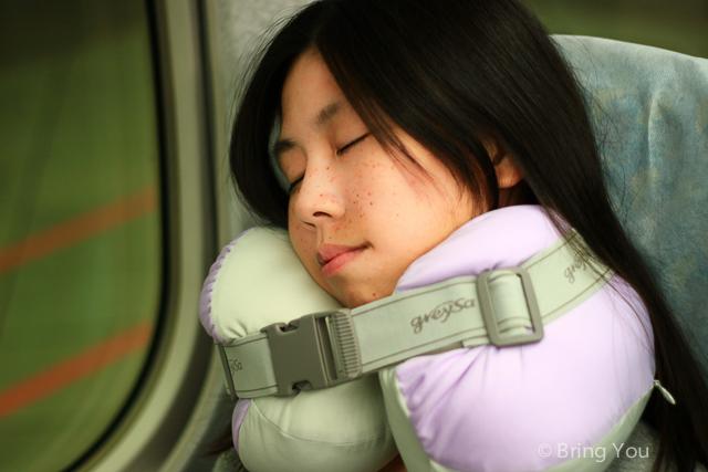 【旅行出差好物】坐車睡覺支撐頸部旅行枕推薦 → GreySa格蕾莎旅行頸枕