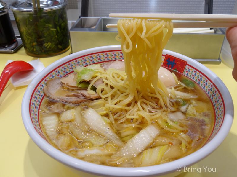 【大阪梅田美食】神座拉麵:這款特色醬油白菜拉麵是大阪第一名的拉麵?