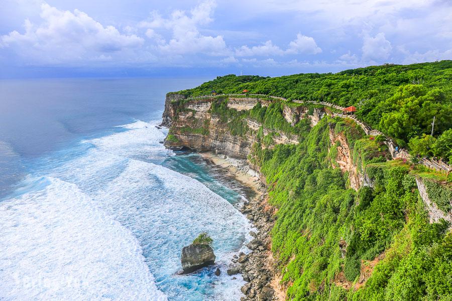 【峇里島必玩夕陽景點】烏魯瓦圖斷崖(Uluwatu)的浪漫壯觀,但要小心猴子!