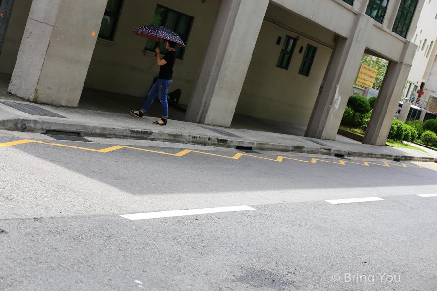 新加坡馬路上單鋸齒黃線