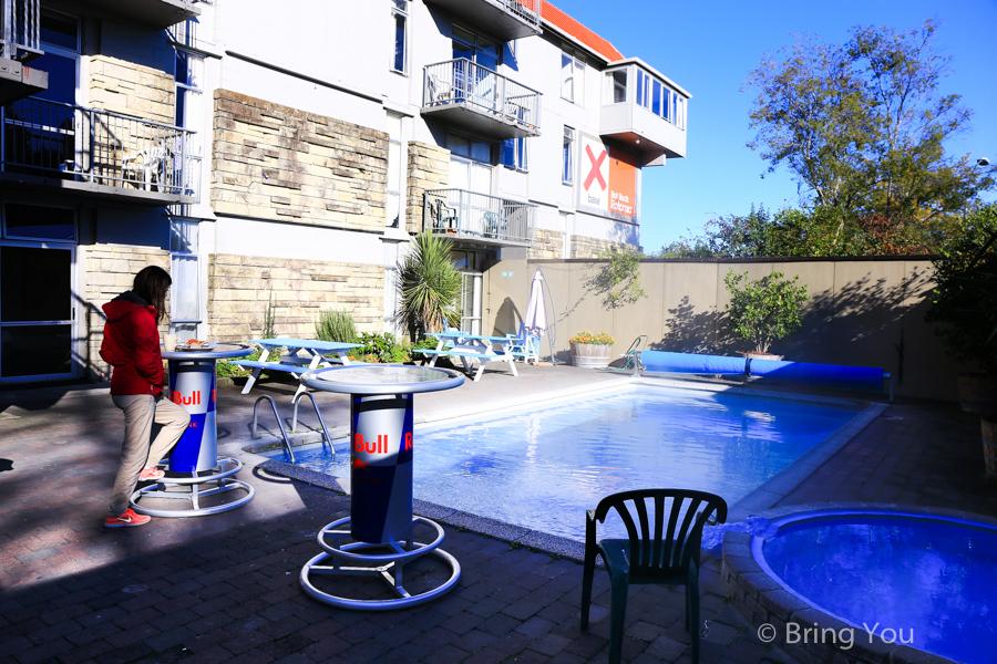 【羅吐魯阿住宿推薦】如同別墅一般的高級泳池背包客棧,X-base Backpackers Rotorua