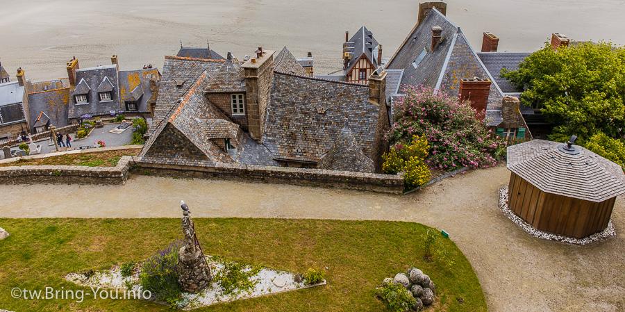 聖米歇爾-從高處往下看,能見到花園及可愛的村落