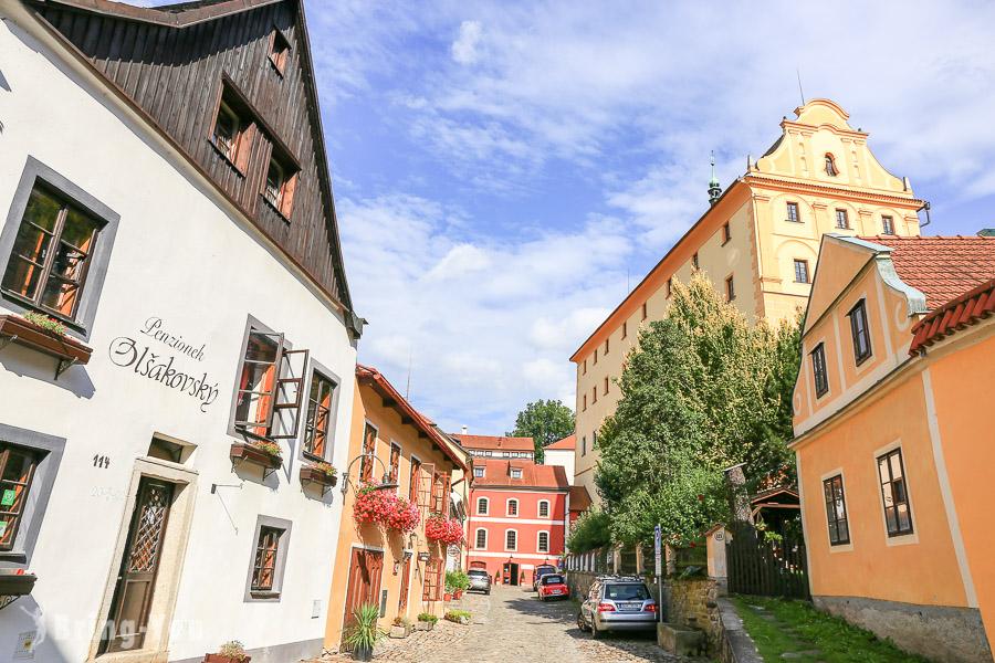 【CK小鎮一日遊遊記】漫遊捷克中世紀童話風小鎮,充滿彩繪建築的「舊城區」