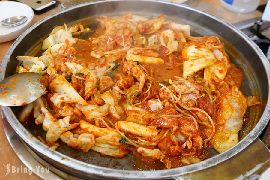 【韓國首爾美食】新村、梨大必吃「春川家辣炒雞排」(中文菜單推薦)