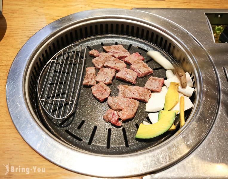 【首爾明洞美食】韓國國產「韓牛」烤肉餐廳,24小時營業宵夜也可以吃燒肉:黃金牧場烤肉
