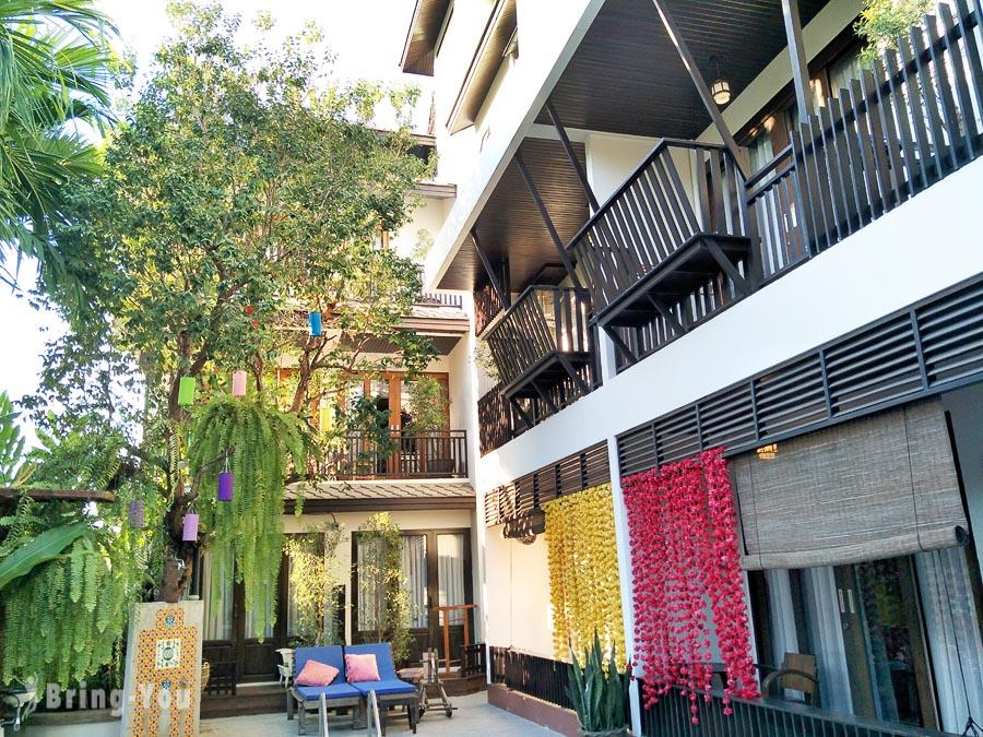 【清邁住宿推薦】Night Bazaar Inn夜市酒店,下樓就有夜市逛的好住所