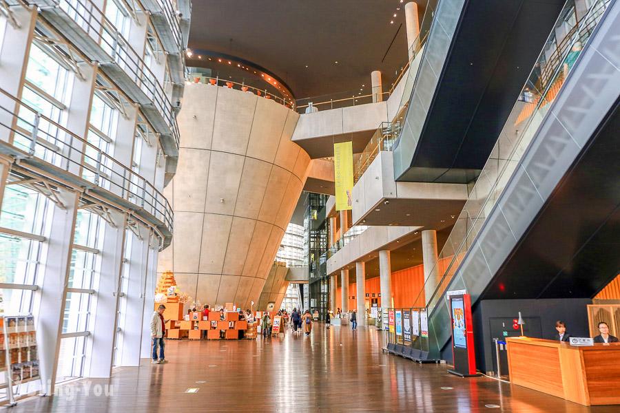 【東京六本木】國立新美術館:絕美建築美景與展覽空間