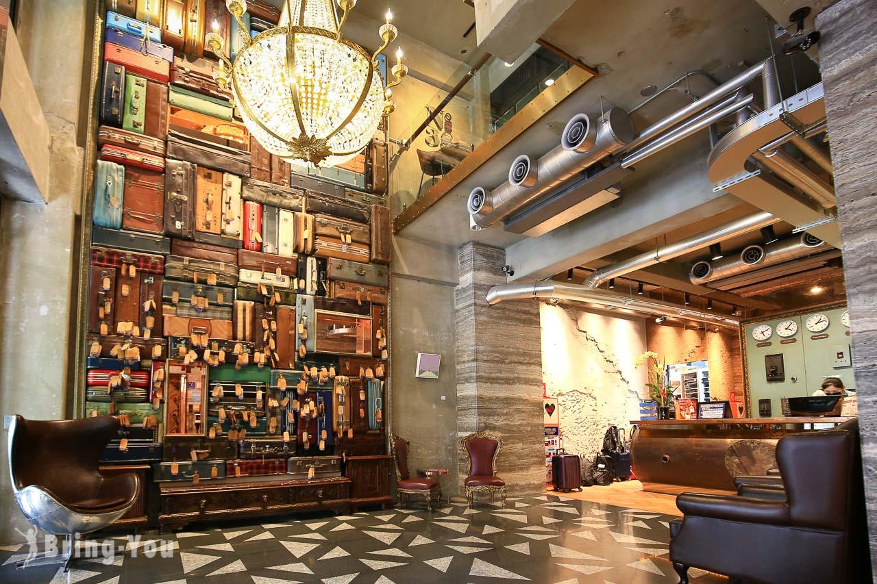 【台中火車站住宿推薦】1969藍天飯店:工業風特色設計旅店,行李箱牆連日本旅客也愛打卡
