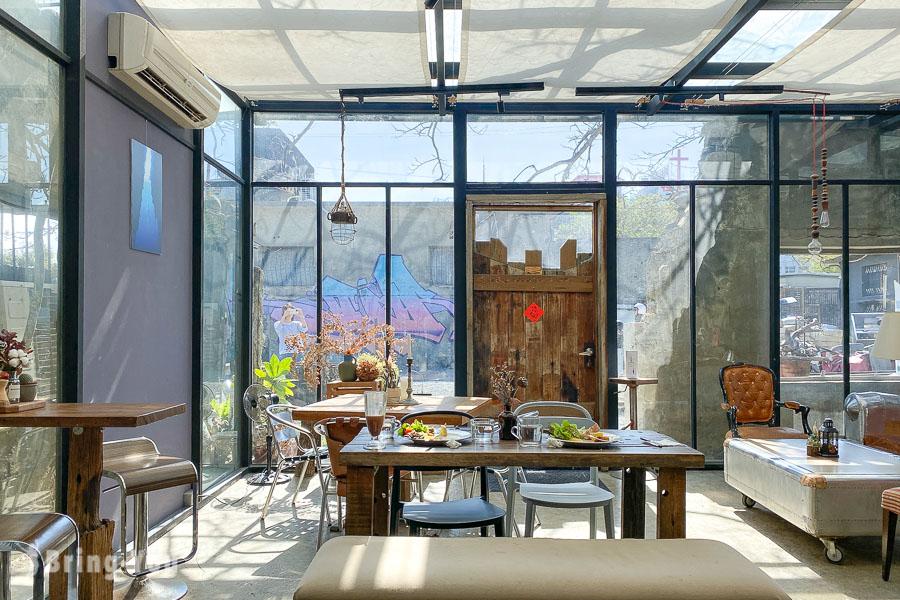 樹夏飲事︱鳳凰樹下夢幻玻璃屋咖啡廳,恆春IG打卡網美景點品味好吃早午餐